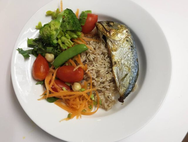 Healthy food Grilled mackerel dishes, boiled vegetables
